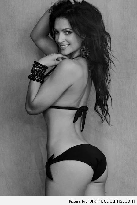 Bikini Skirt Posing by bikini.cucams.com