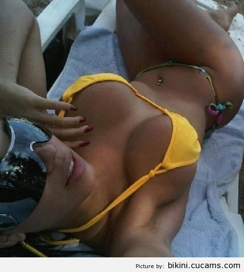 Bikini Swap Plumber by bikini.cucams.com