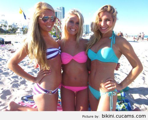 Bikini Tourist Kissing by bikini.cucams.com