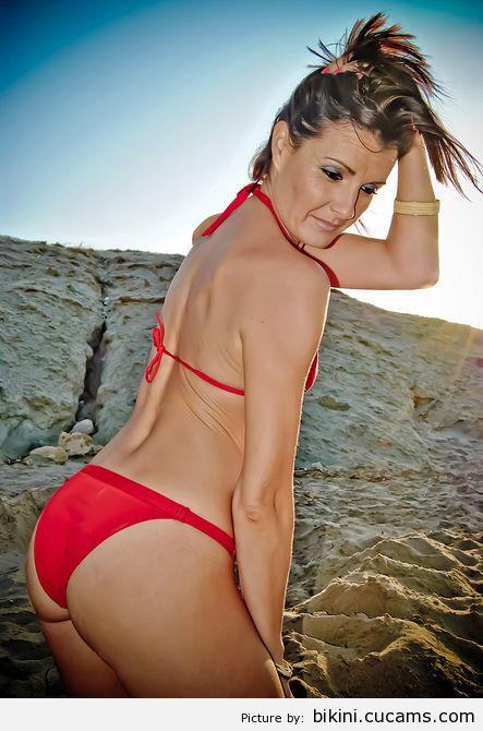 Bikini Tease Sperm by bikini.cucams.com