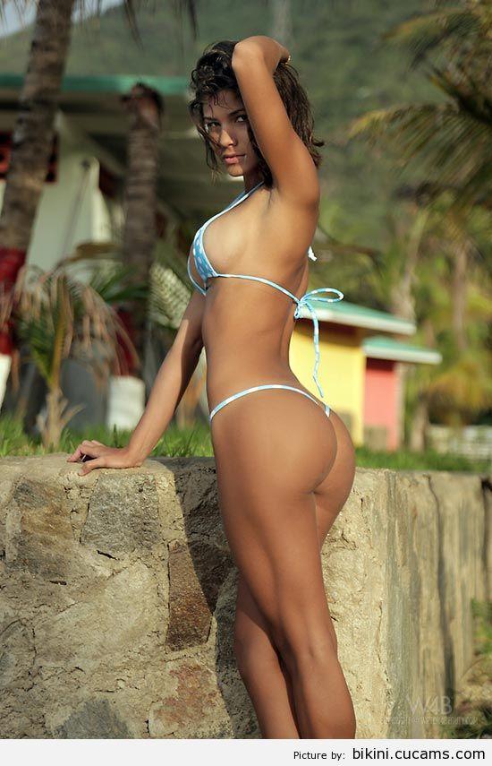 Bikini Screaming Soccer by bikini.cucams.com