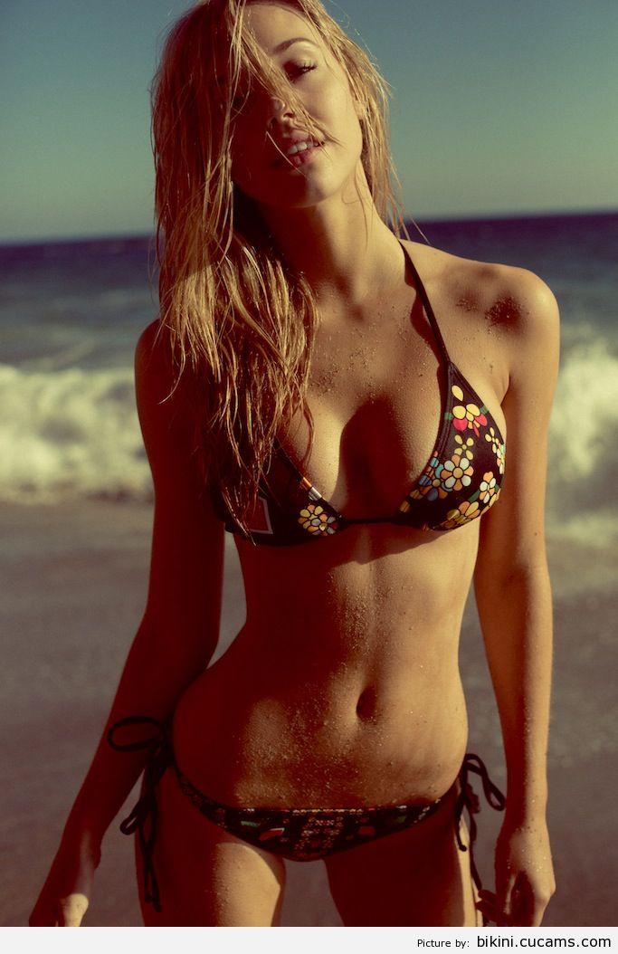 Bikini Costume Voyeur by bikini.cucams.com