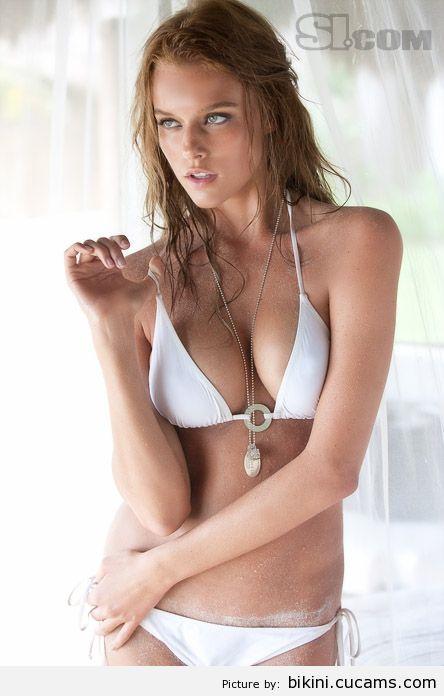 Bikini Lesbian Happy by bikini.cucams.com