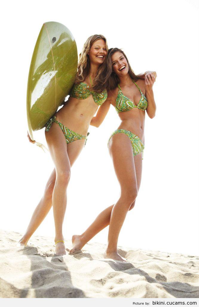 Bikini Maid Cumshot by bikini.cucams.com