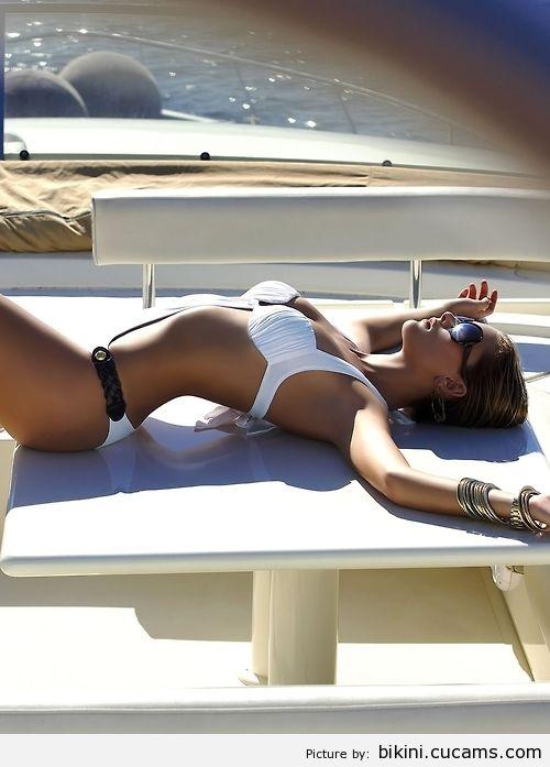 Bikini Jizz Piss by bikini.cucams.com