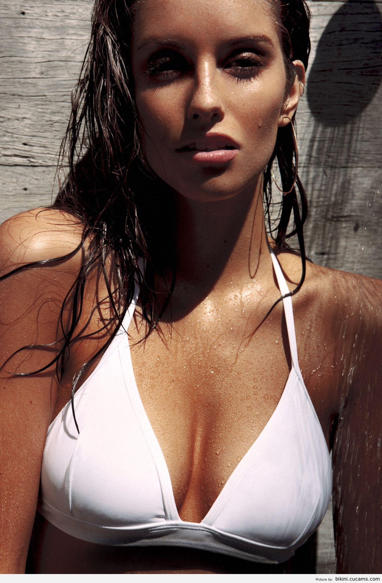 Bikini Slap Sport by bikini.cucams.com