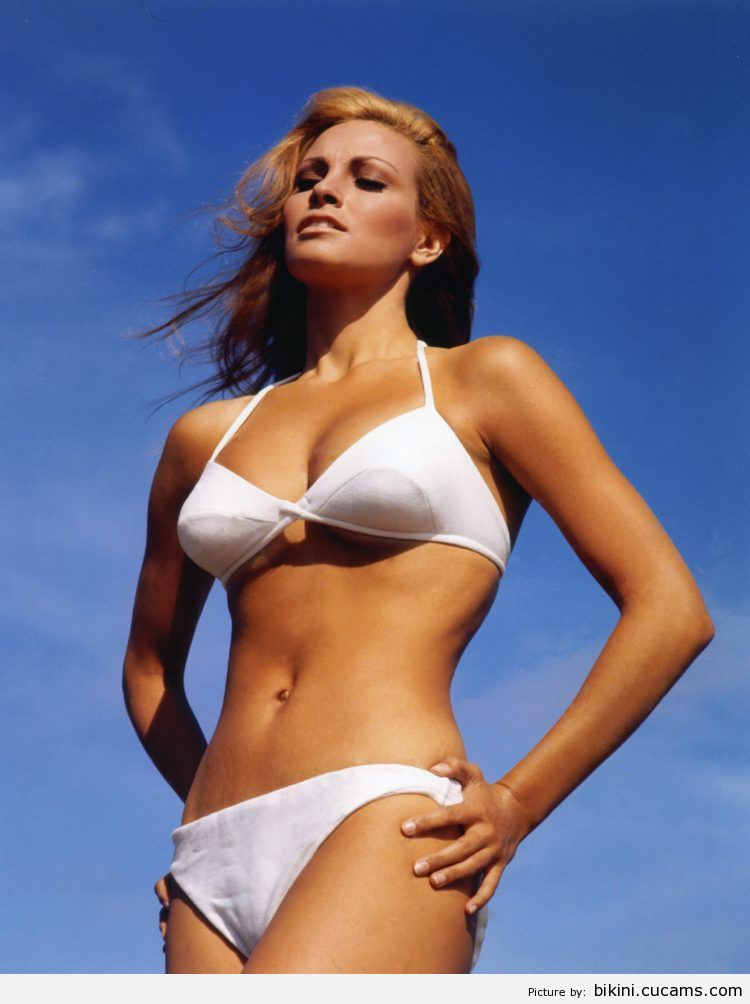 Bikini Skank Golden by bikini.cucams.com