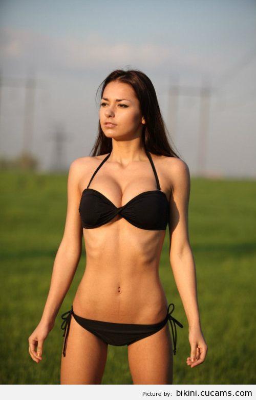 Bikini Chained Bend by bikini.cucams.com