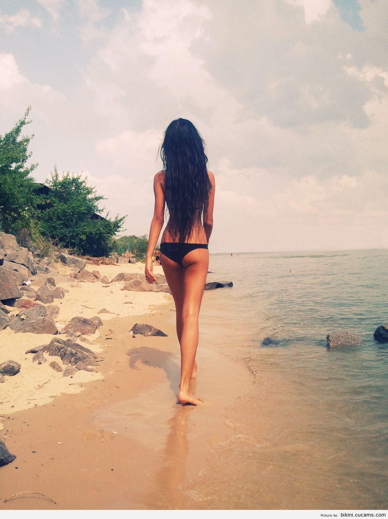 Bikini Gyno Gagging by bikini.cucams.com
