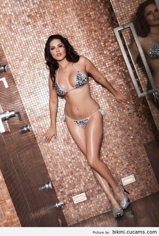 Bikini Squirt Queen by bikini.cucams.com