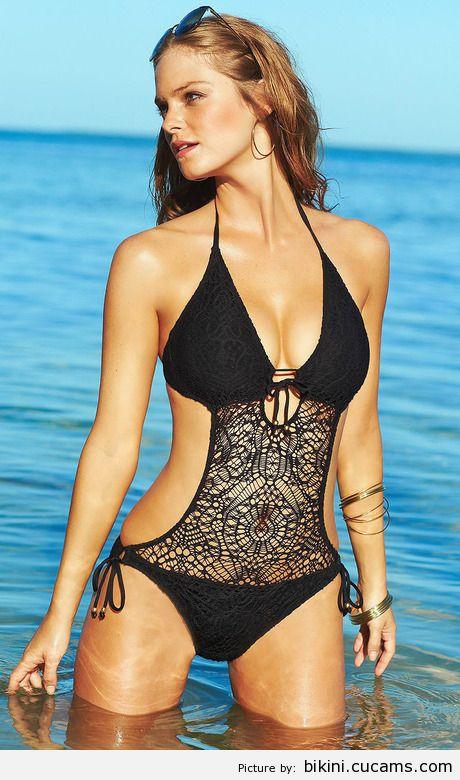 Bikini Girlfriend Blooper by bikini.cucams.com