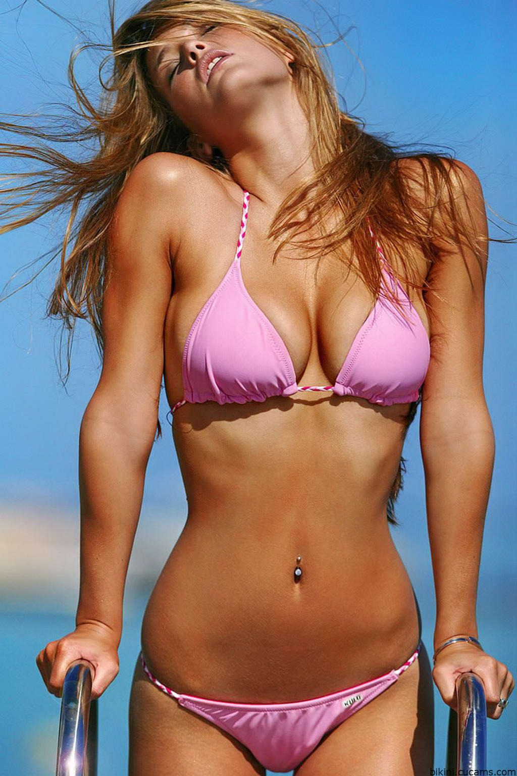 Bikini Posing Straight by bikini.cucams.com