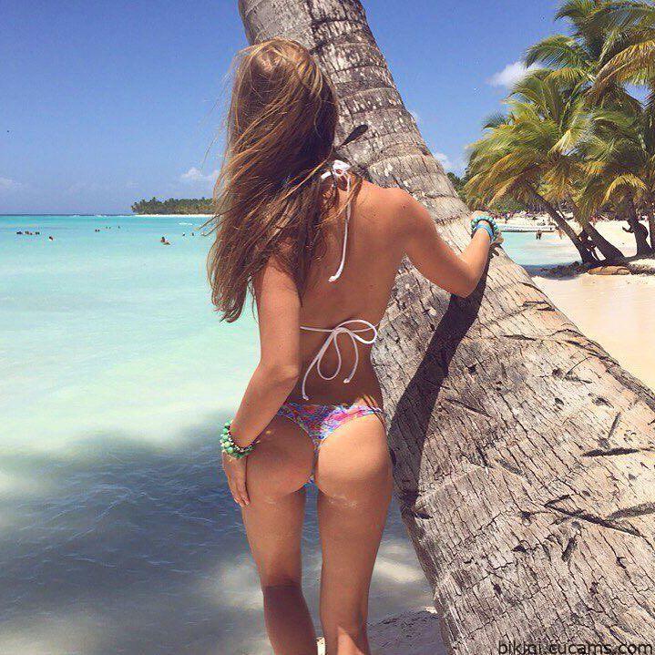 Bikini Footjob 18 by bikini.cucams.com