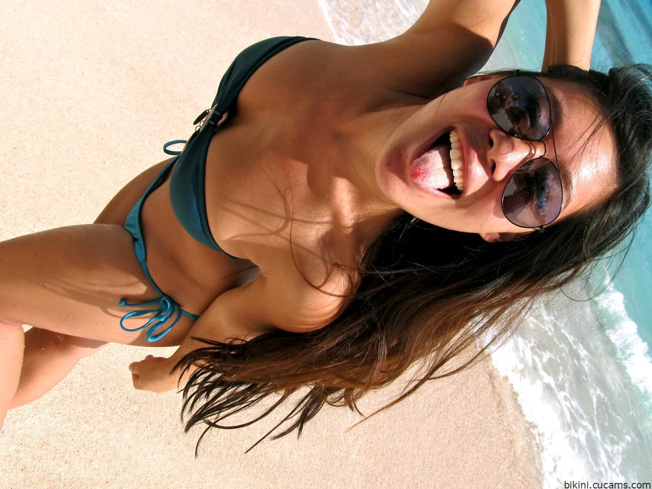 Bikini Weird Massage by bikini.cucams.com