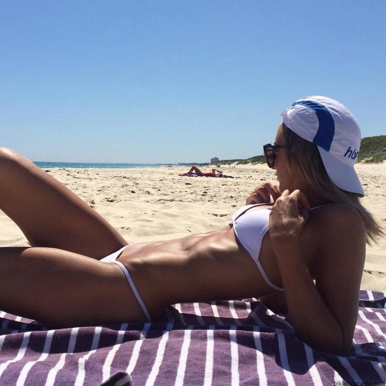 Bikini Girl Ejaculation by bikini.cucams.com