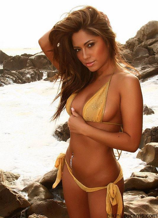 Bikini Kissing Adult by bikini.cucams.com