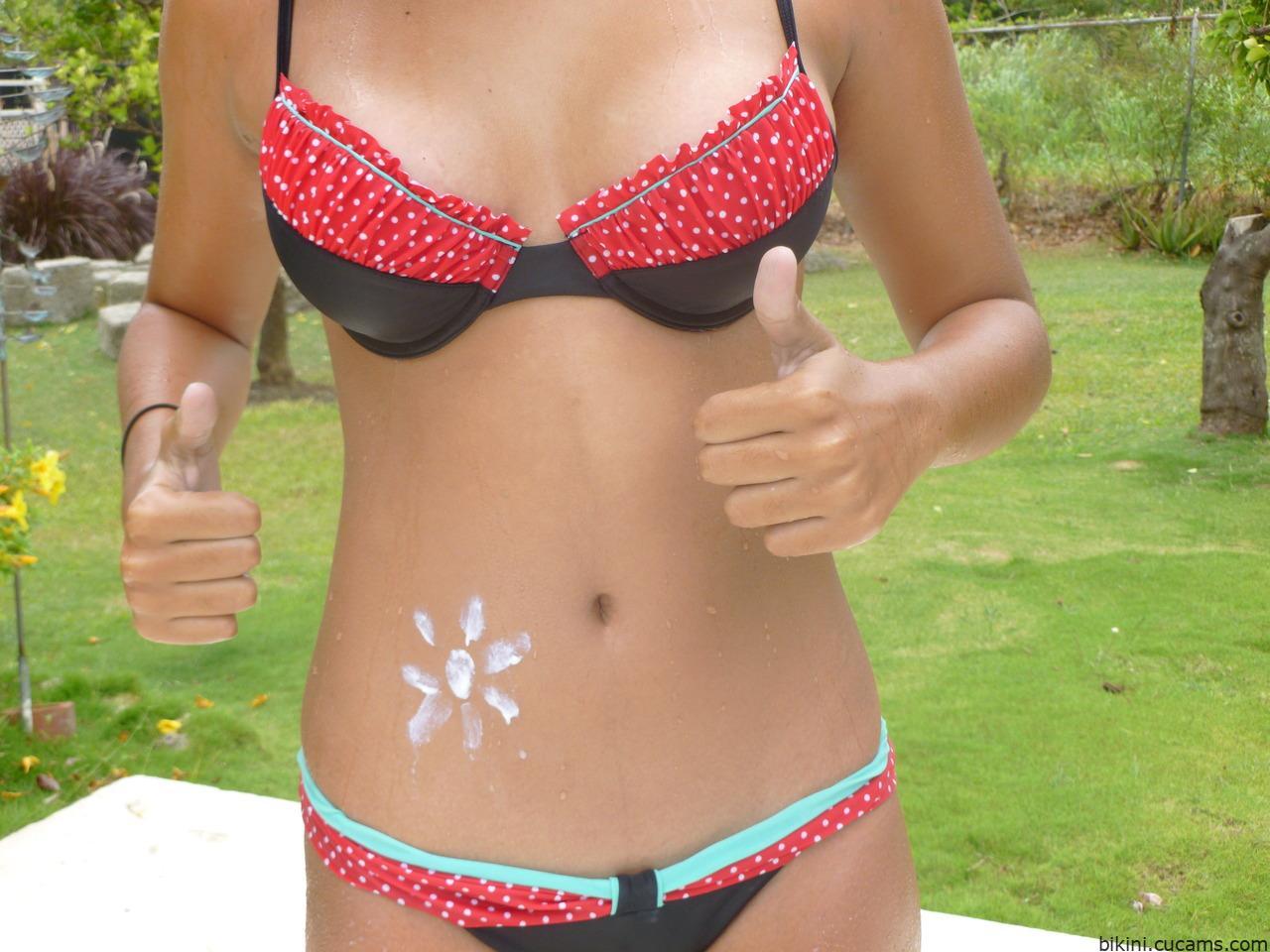 Bikini Soccer Plumber by bikini.cucams.com
