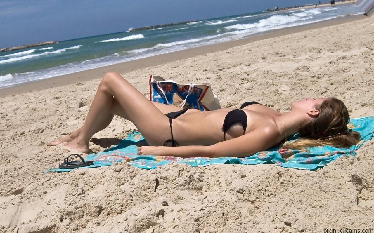 Bikini Fake Money by bikini.cucams.com