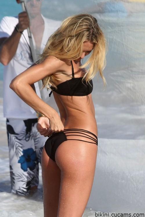 Bikini Latina Secretary by bikini.cucams.com