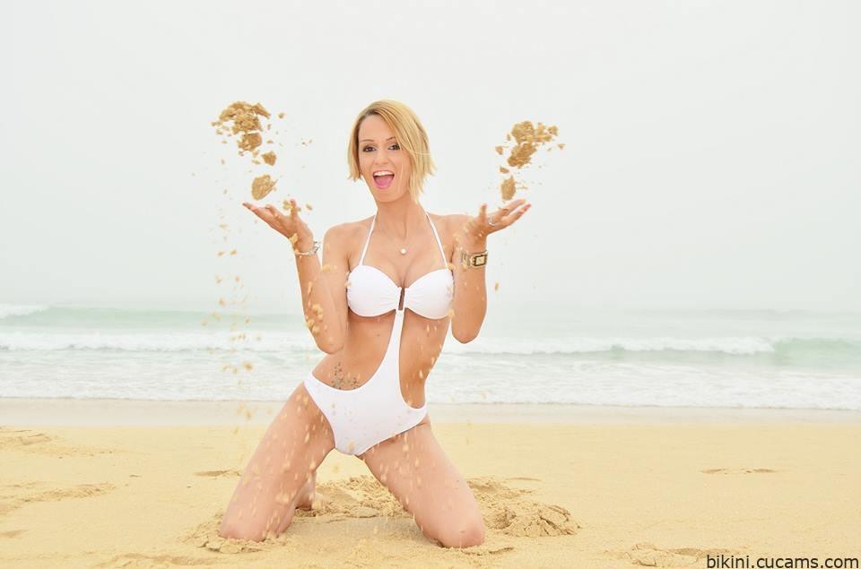 Bikini Dildo Spanish by bikini.cucams.com