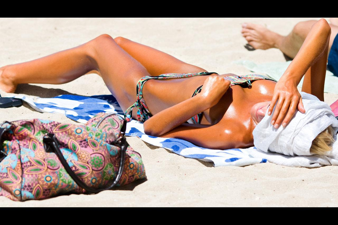 Bikini Swallowing Dress by bikini.cucams.com