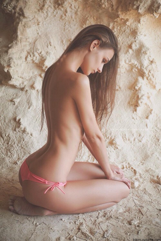Bikini Lactating Nails by bikini.cucams.com
