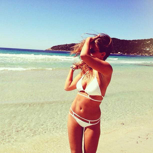 Bikini Swinger Seduce by bikini.cucams.com