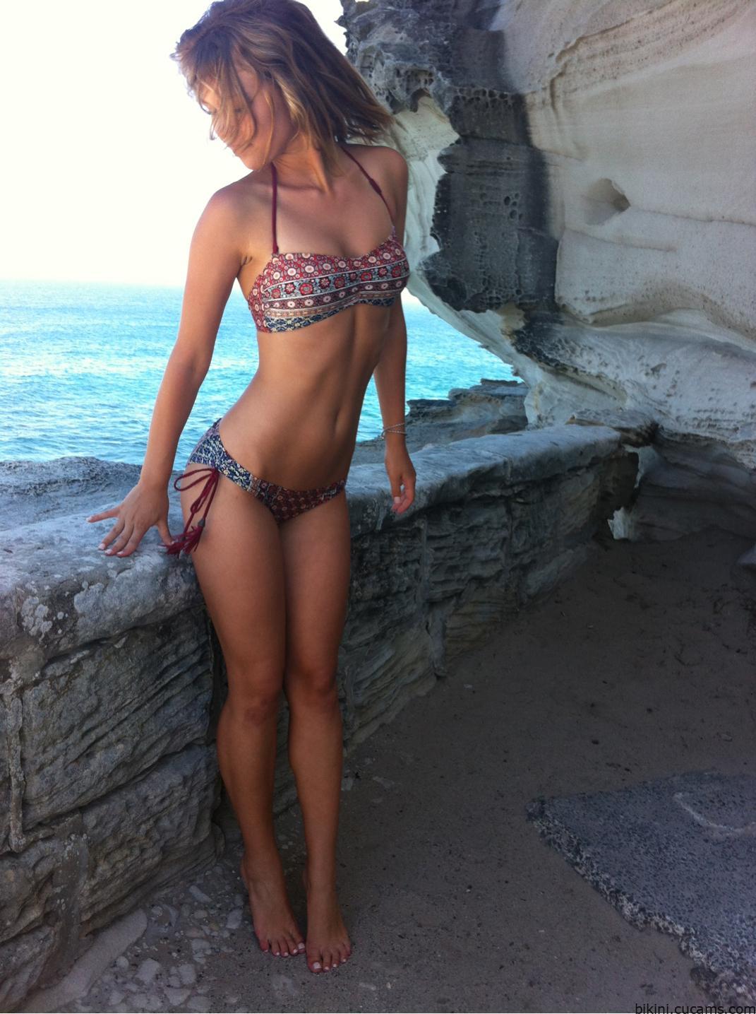Bikini Gloryhole Master by bikini.cucams.com