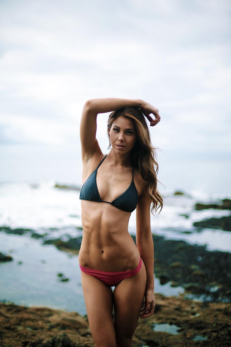 Bikini Solo Underwater by bikini.cucams.com