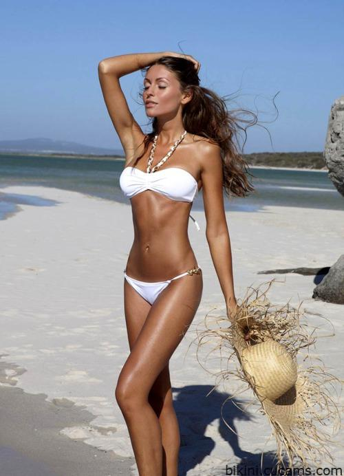 Bikini Swapping Topless by bikini.cucams.com